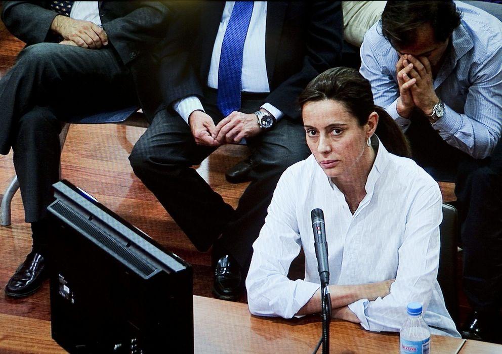 Foto: La abogada Montserrat Corulla, supuesta testaferro de Roca, durante su declaración (Efe)