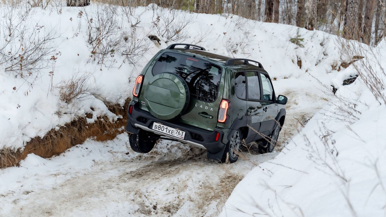 El Lada Niva Travel es una moderna variante de cinco puertas con mayor tamaño que el Niva Legend, y también causa furor en el mercado ruso.