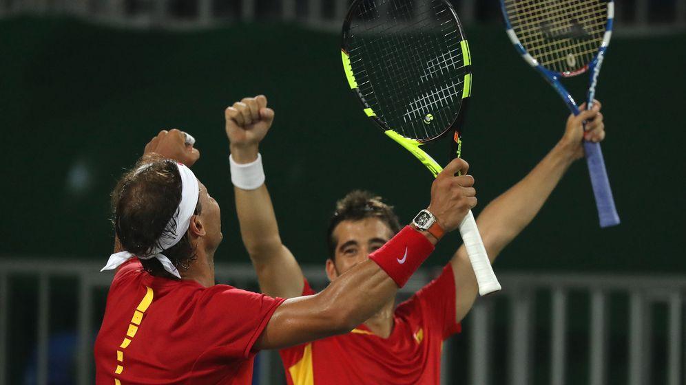 Foto: Nadal y Marc López celebran una victoria en Río (Fernando Maia/EFE)