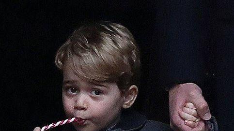El príncipe George, protagonista de la imagen navideña más viral de su familia
