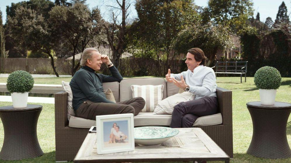 Foto: Fotografía facilitada por Telecinco que muestra al expresidente del Gobierno José María Aznar y a Bertín Osborne. (EFE)