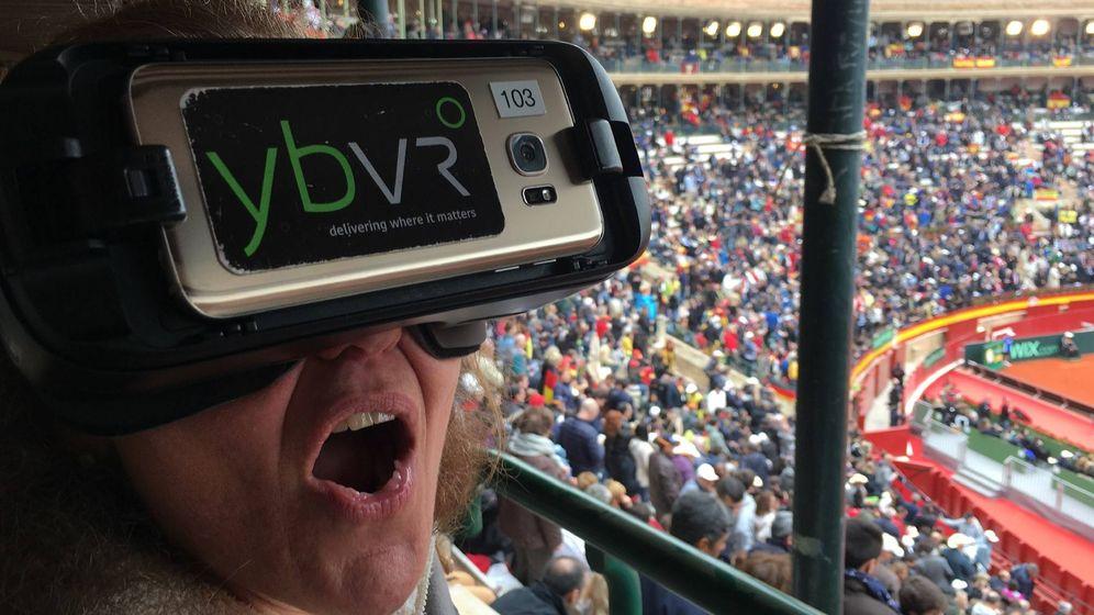 Foto: Una usuaria prueba la tecnología de Yerba Buena Virtual Reality durante un partido de tenis (Constantino Villar)
