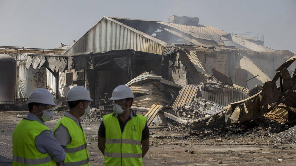 Foto: Imagen del incendio en la fábrica de Ybarra en 2016. (EFE)