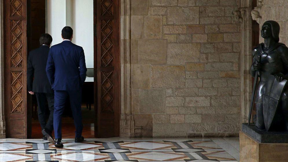 Foto: Puigdemont y Sánchez durante la reunión que mantuvieron en marzo de 2016. (EFE)