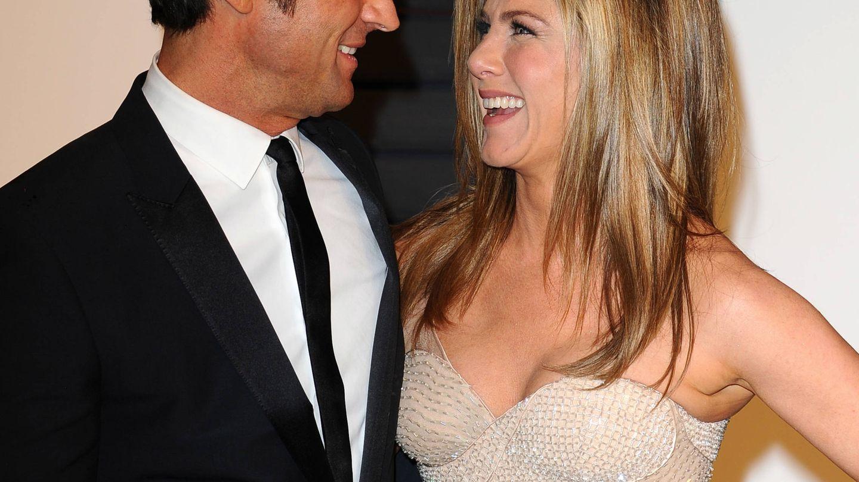 Jennifer Aniston y su anillo de medio millón de dólares. (Gtres)
