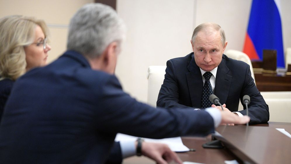 Foto: Putin, con su gabinete de crisis por el coronavirus. (Reuters)