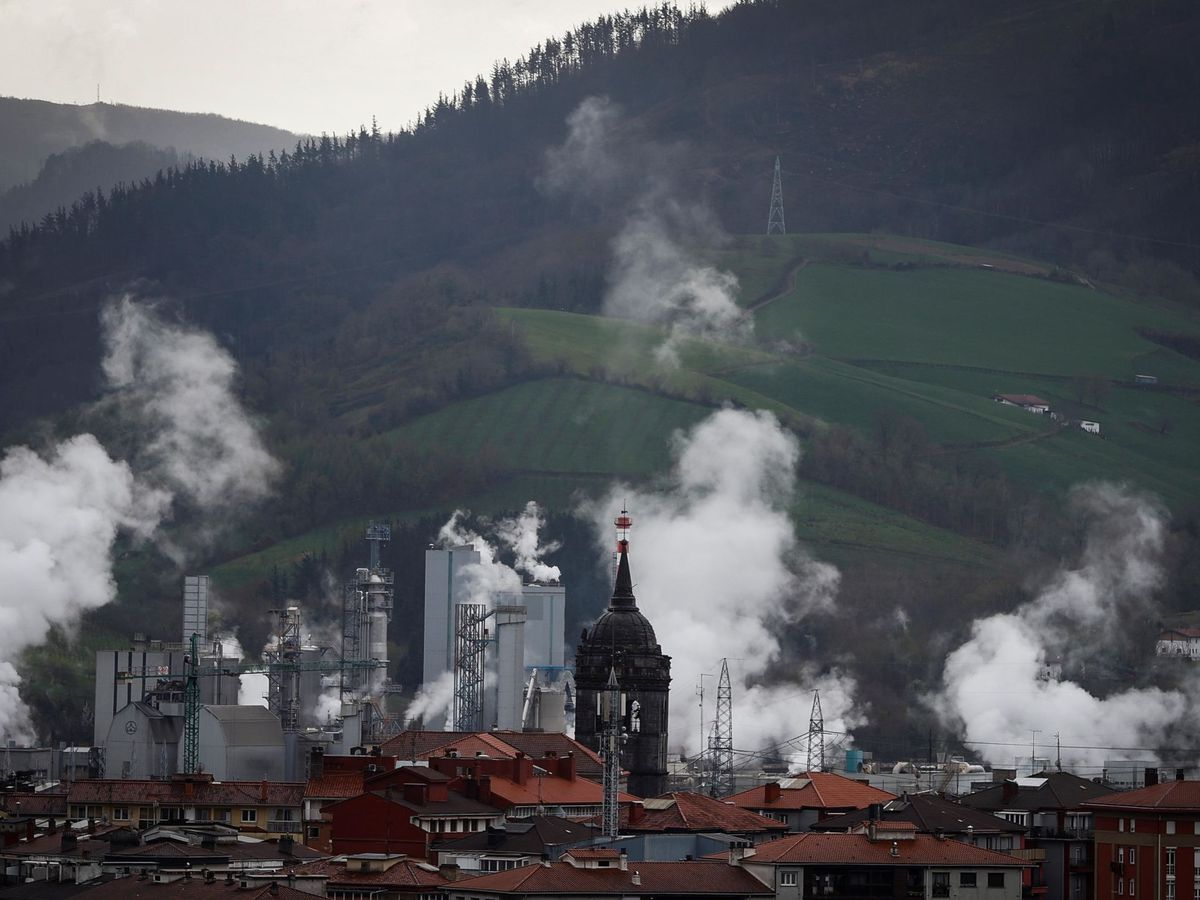 Foto: Fábrica de papel en Hernani (Guipúzcoa). (EFE)