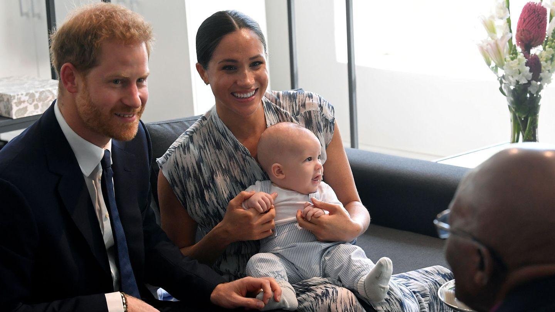 Los duques con Archie. (Reuters)