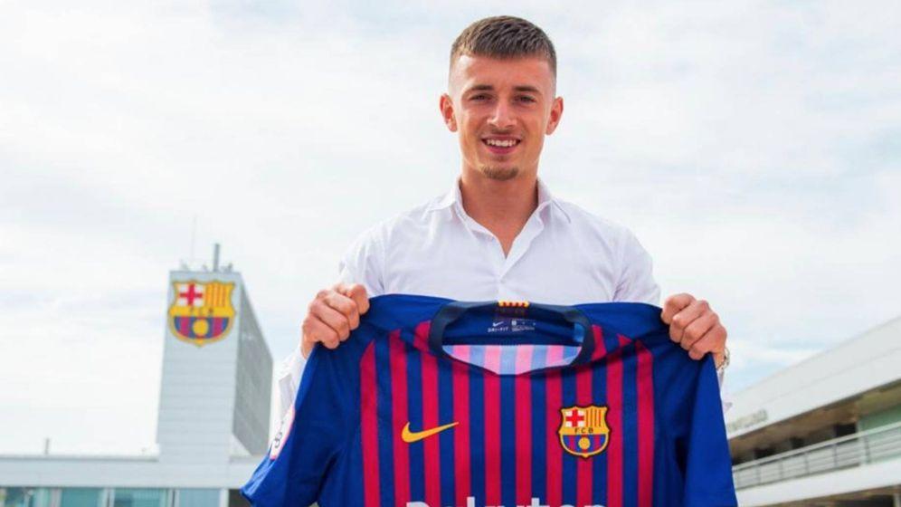 Foto: Mike van Beijnen, hijo del agente de De Jong, posa con la camiseta del Barcelona. (foto FCB)