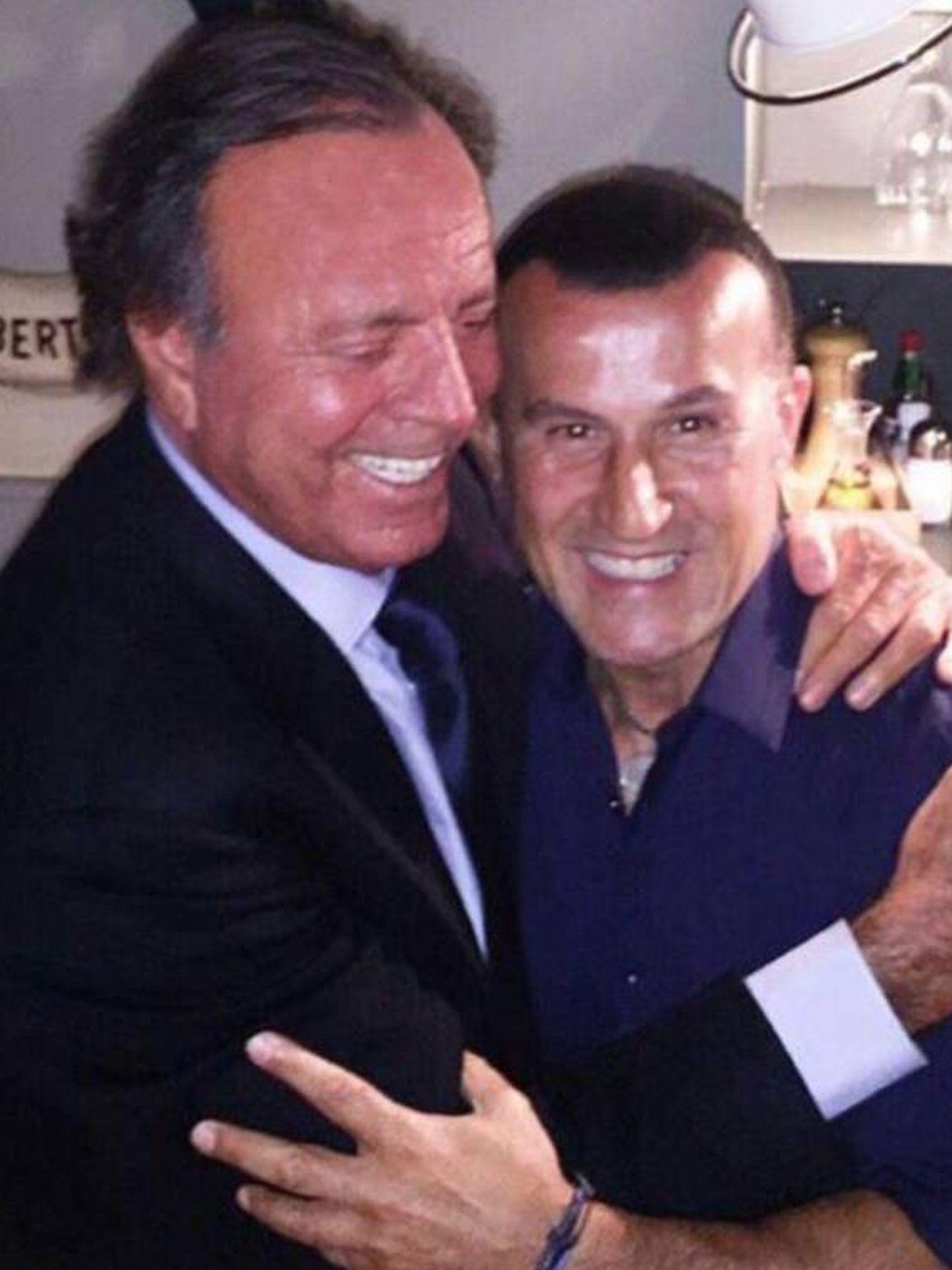 Richy Castellanos y Julio Iglesias. (Foto cortesía de Richy Castellanos)