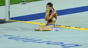 Isinbáyeva se marcha llorando y sin corona