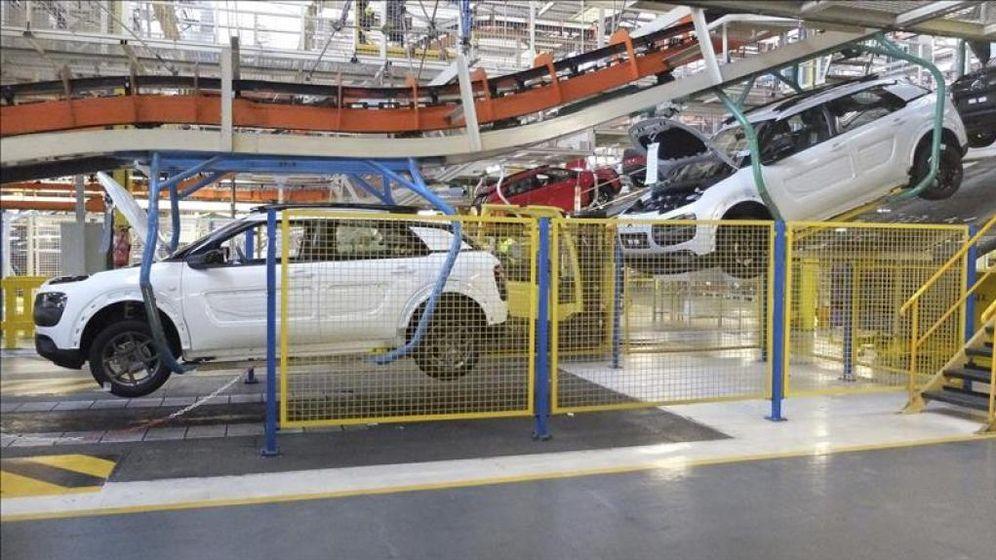 Foto: Montaje de unidades del 'Cactus' en la planta de PSA Peugeot en Villaverde. (EFE)