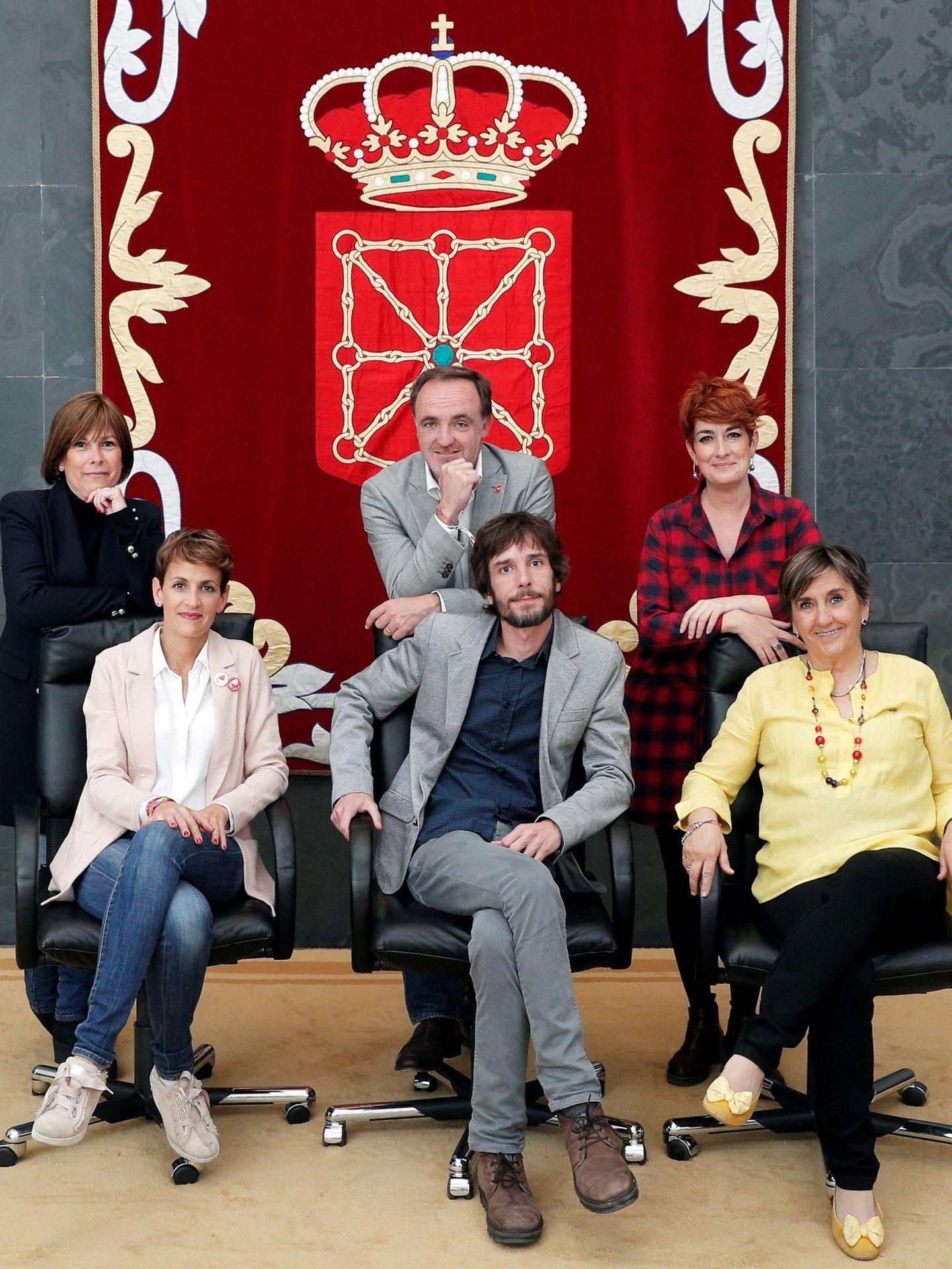 De izqda. a dcha. y de abajo arriba, los candidatos a la presidir Navarra, María Chivite (PSN), Mikel Buil (Podemos), y Marisa de Simón (Izquierda-Ezkerra), Uxue Barkos (GBai), Javier Esparza (Na+) y Bakartxo Ruiz (EH Bildu), el pasado 18 de mayo. (EFE)