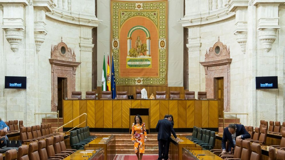 Foto: La presidenta del Parlamento andaluz, Marta Bosquet Aznar, antes de un pleno. (EFE)