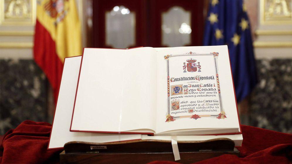 Foto: Ejemplar de la Constitución española. (EFE)