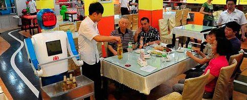 Foto: Un restaurante chino en el que le cocinarán y servirán robots