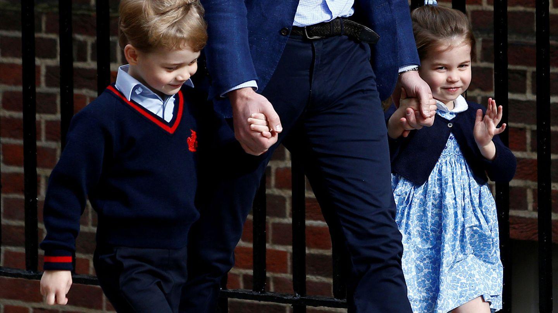 El príncipe George y la princesa Charlotte en una foto de archivo. (Reuters)
