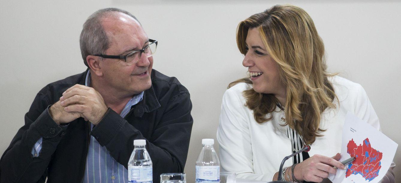 Susana Díaz y su secretario de Organización, Juan Cornejo, el pasado 21 de diciembre en Sevilla. (EFE)