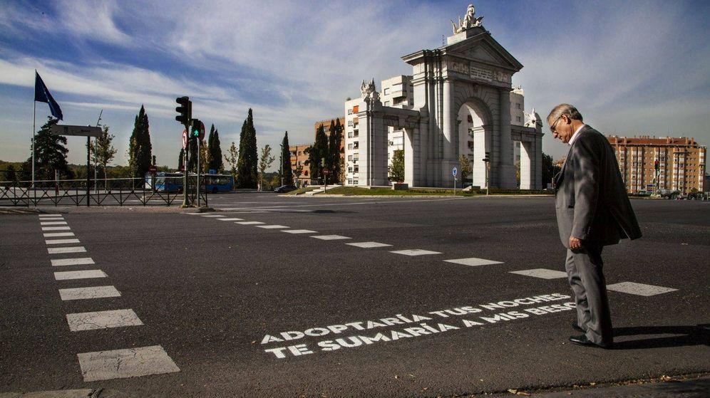 Foto: Uno de los versos en los pasos de cebra | Ayuntamiento de Madrid