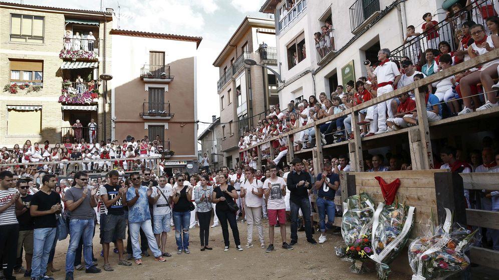 Foto: Homenaje al joven fallecido en el encierro de Lerín (Navarra). (EFE)