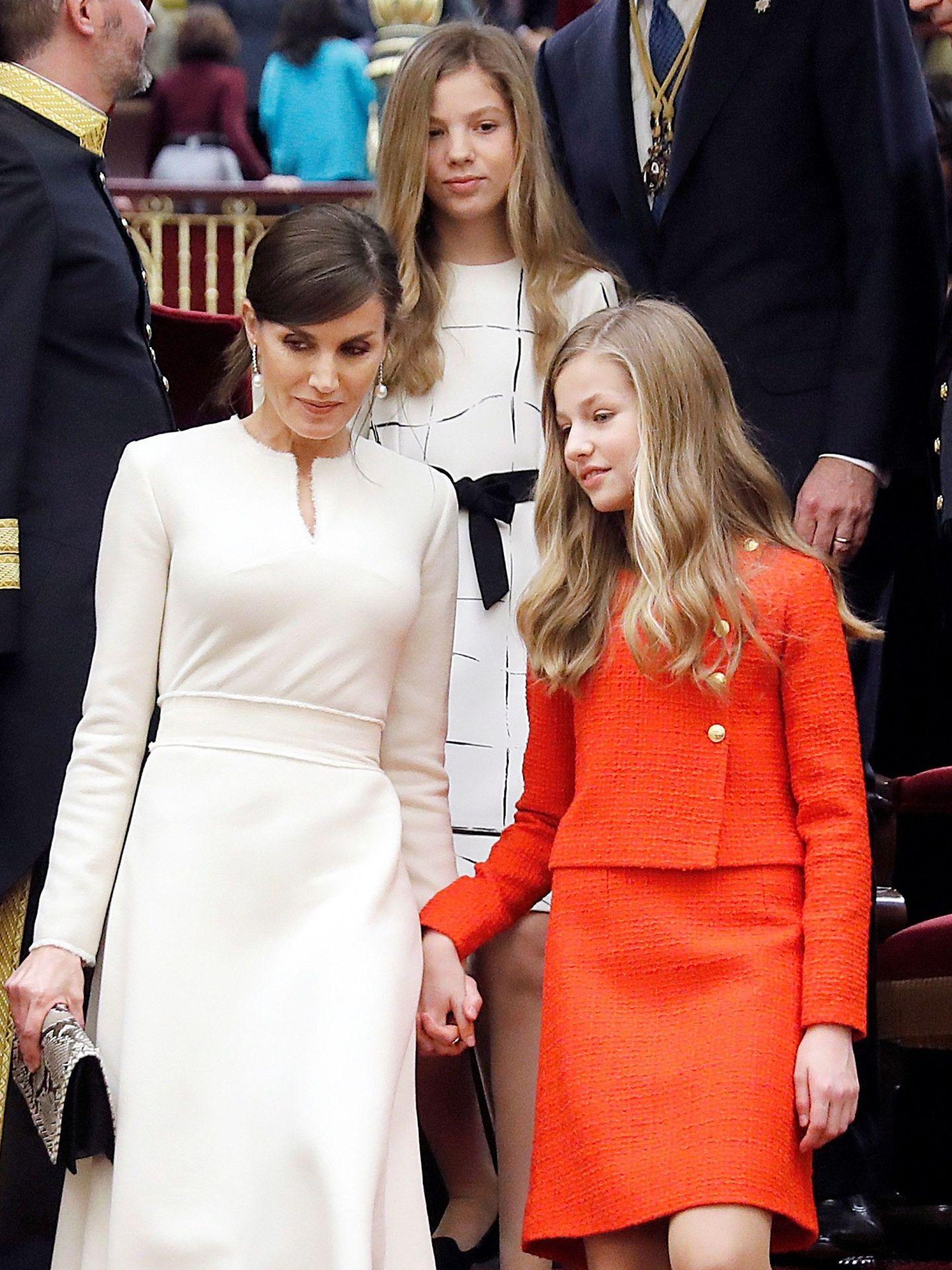 La Reina con sus hijas. (EFE)