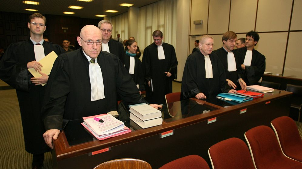 Foto: Fotografía de archivo del abogado Paul Bekaert (i). (Reuters)