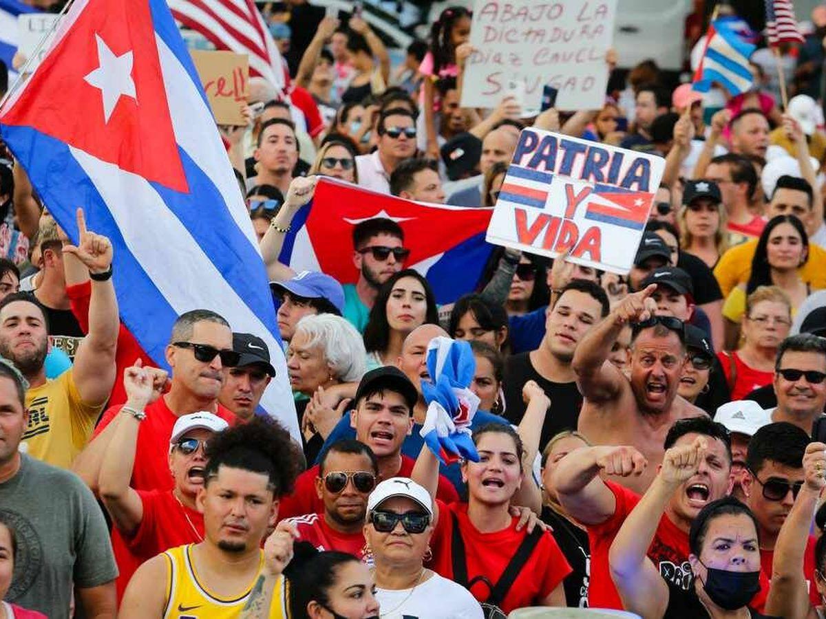 Foto: Protestas en Cuba bajo el lema 'Patria y vida'. (AFP)