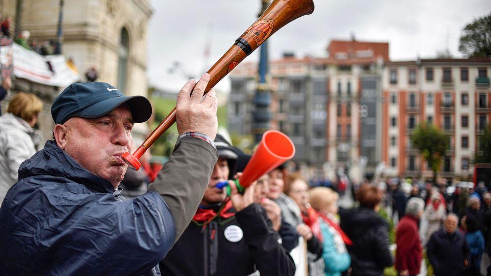 Foto: Concentración de pensionistas en Bilbao (Efe)