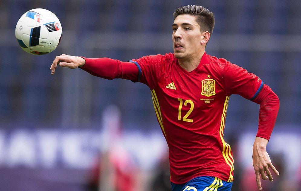 Foto: Héctor Bellerín, durante el partido de España contra Corea. (EFE)