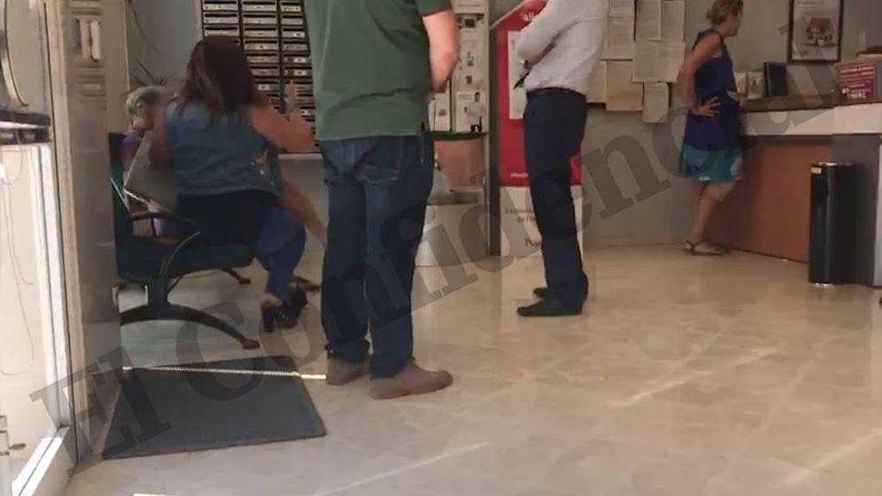 Foto: Clientes del Banco Popular se quejan en la sucursal (ElConfidencial)