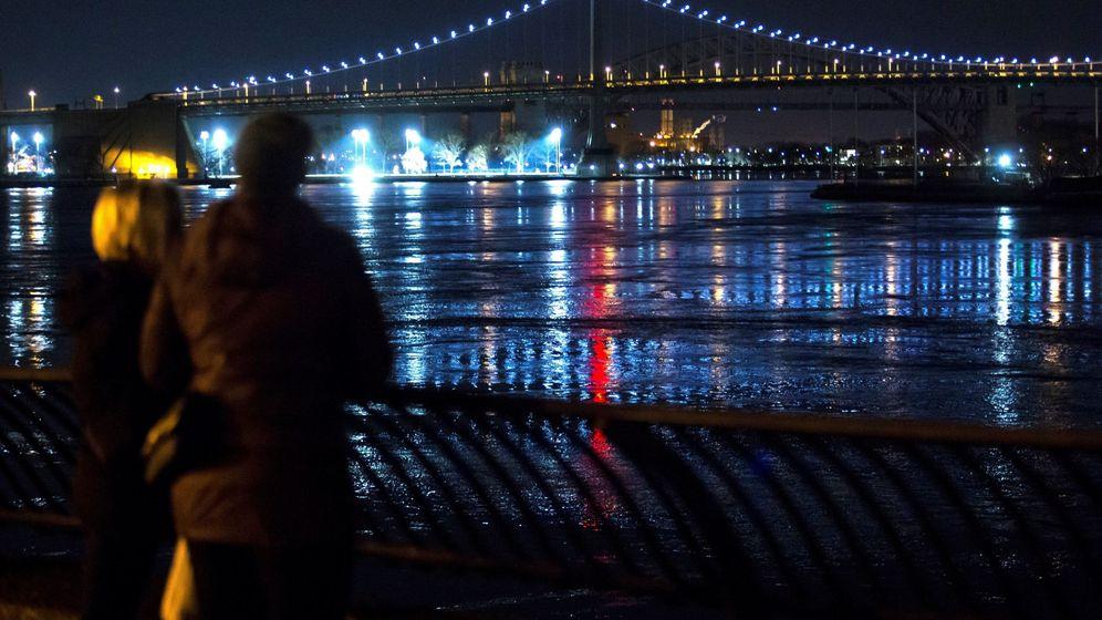 Foto: Al menos dos muertos al estrellarse helicóptero en nueva york