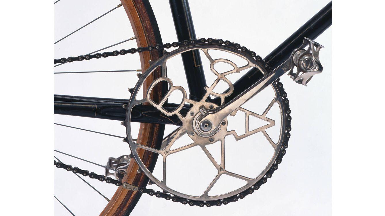 Foto: Detalle de la bicicleta de carrera de E. Bastide, considerada la más fiable hasta el cierre de su tienda, en 1936.