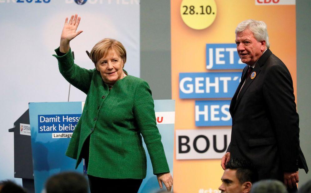 Foto: Angela Merkel, y el presidente del estado federado de Hesse y segundo de la Unión Cristianodemócrata (CDU), Volker Bouffier. (EFE)