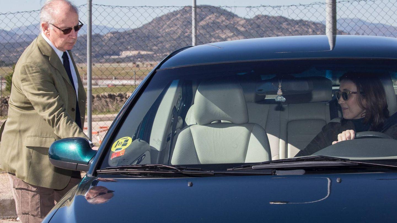 Rodrigo, entrando en el vehículo. (Foto:  José Martín)