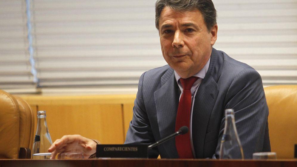 Foto: El expresidente de la Comunidad de Madrid, Ignacio González, durante su comparecencia en la comisión de investigación sobre corrupción en la Asamblea de Madrid, en noviembre de 2015. (EFE)