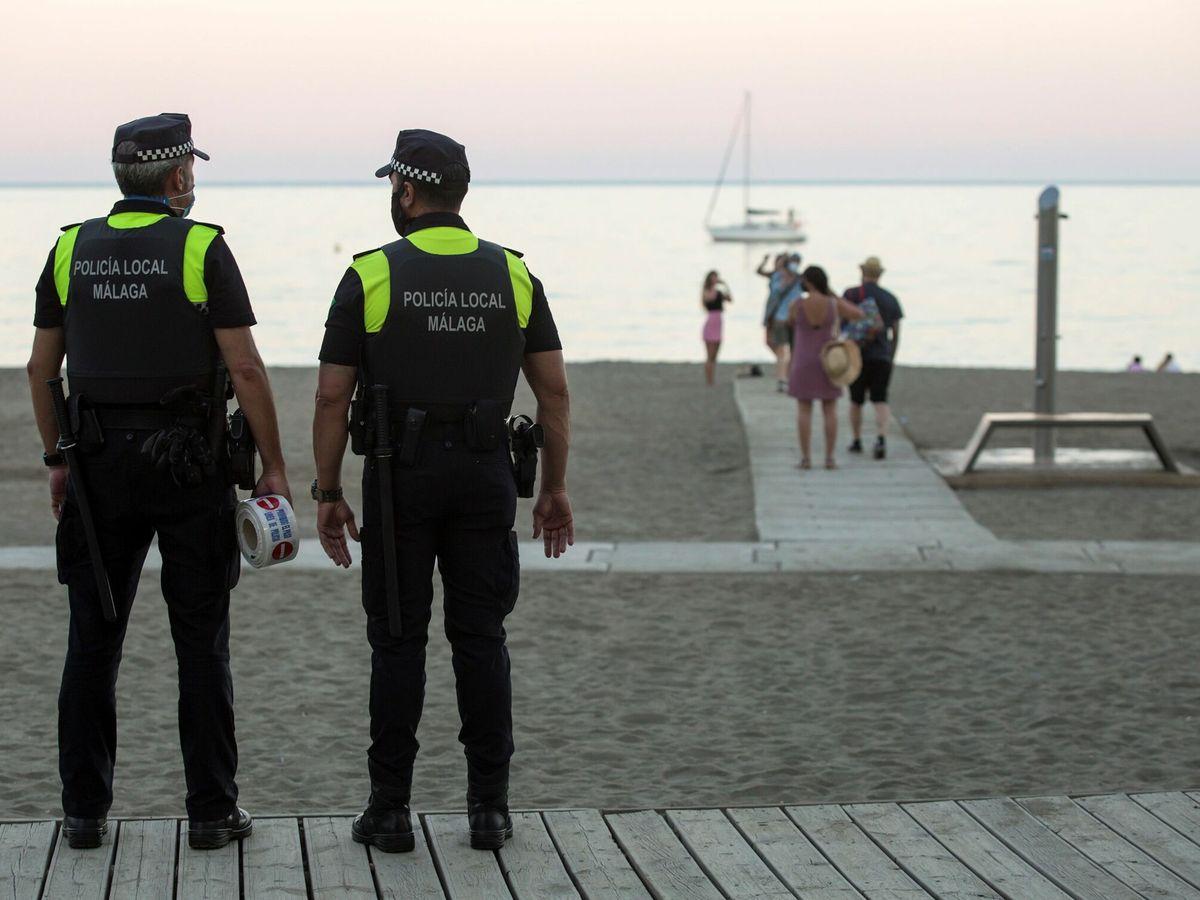 Foto: Agentes de la Policía Local de Málaga. (EFE)
