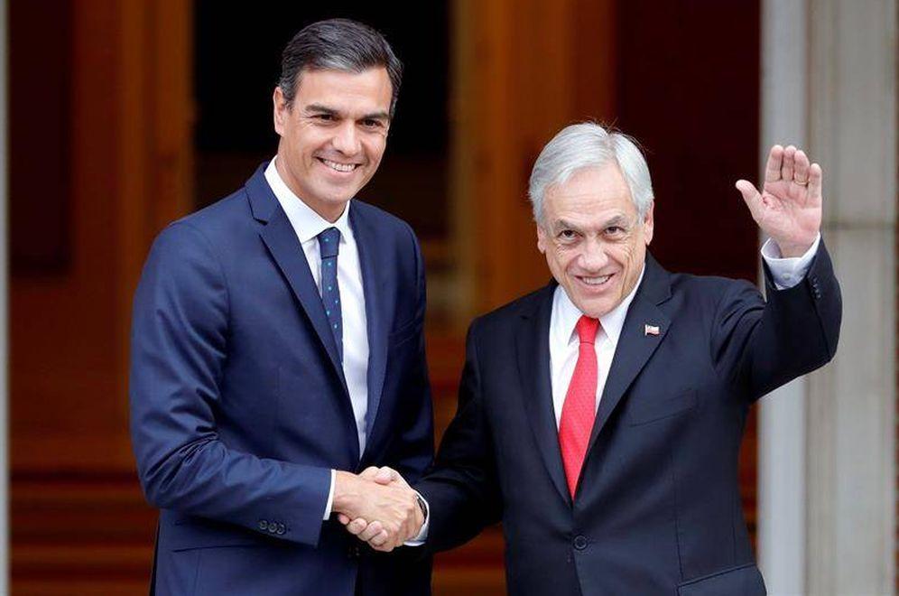 Foto: Pedro Sánchez recibe al presidente chileno, Sebastián Piñera, este 9 de octubre en La Moncloa. (EFE)