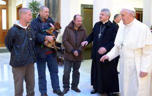 """Una tarde con los indigentes del Papa: """"Bergoglio es un grande"""""""