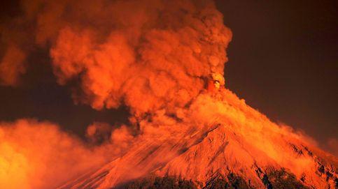 Miles de personas evacuadas por una fuerte erupción de un volcán en Guatemala
