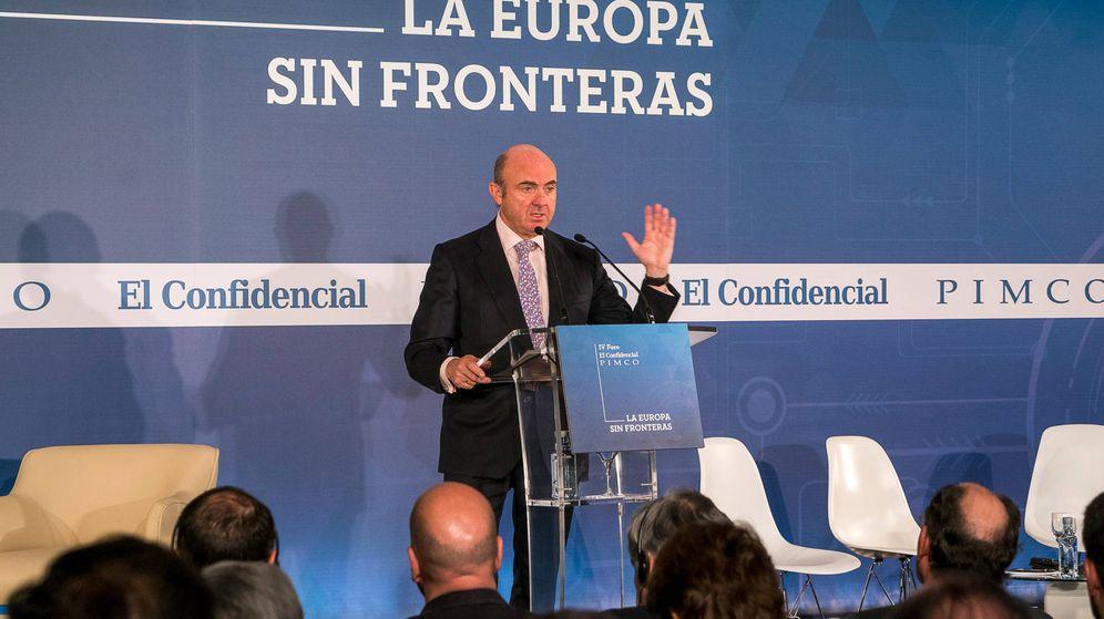 Foto: Luis de Guindos en el for de El Confidencial y Pimco celebrado esta semana. (Rolando Gil)