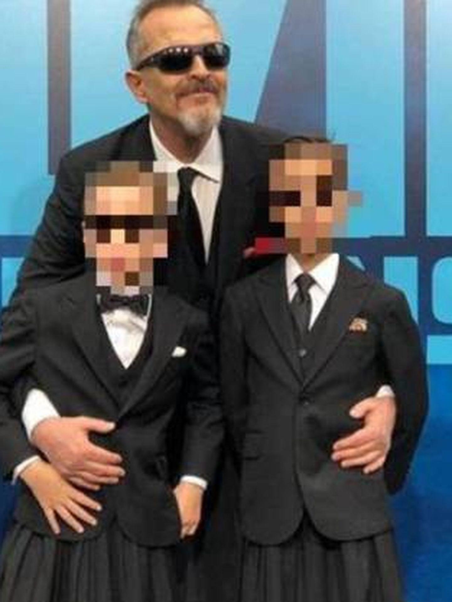 Bosé, con sus hijos. (IG)