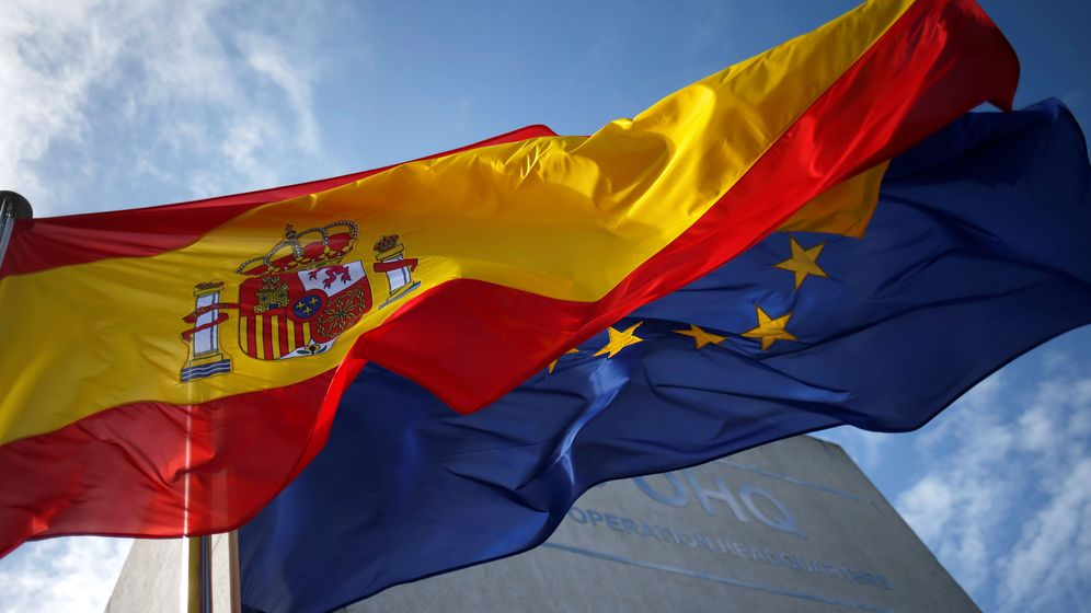 Foto: Banderas de España y de la Unión Europea. (Reuters)