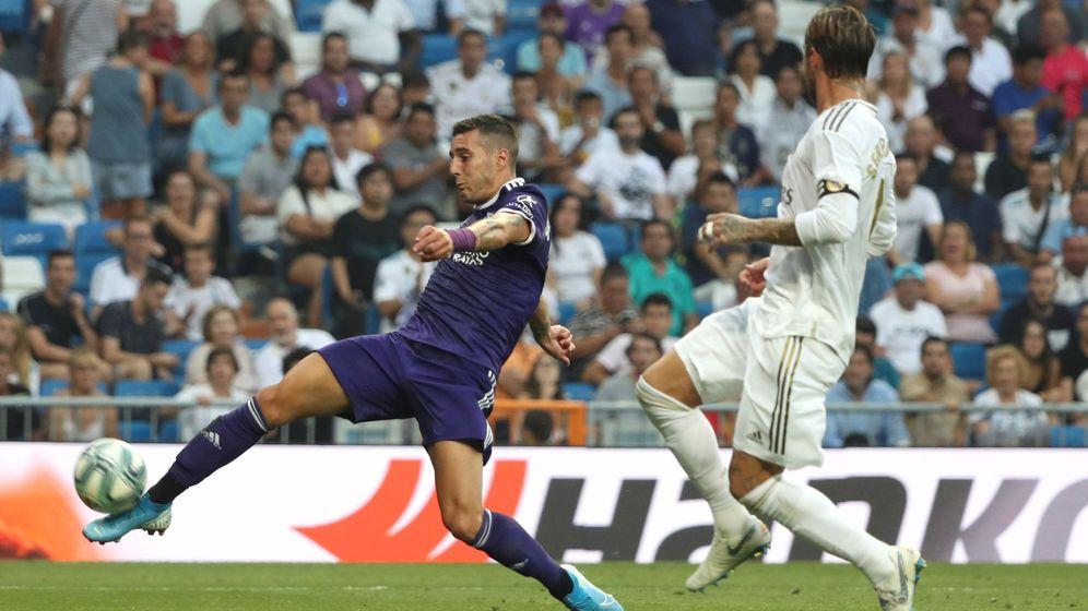 Foto: Sergi Guardiola intenta finalizar una jugada del Valladolid. (EFE)