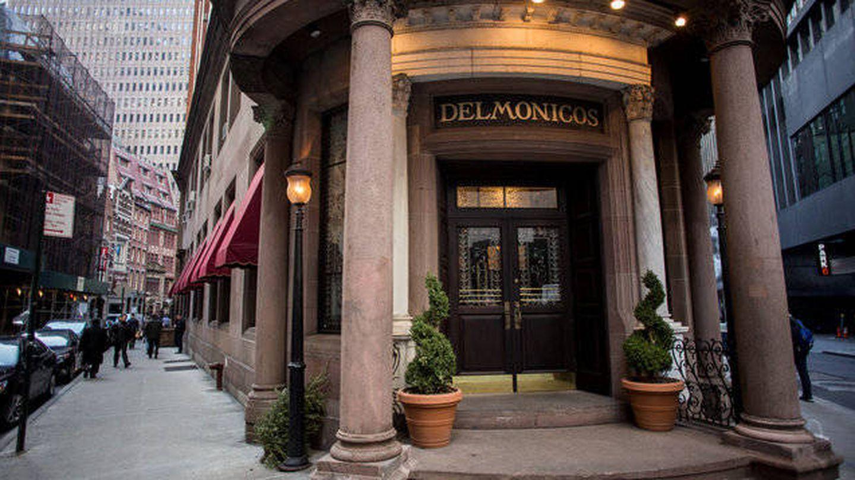 Imagen de la entrada del conocido restaurante neoyorquino 'Delmonico'.
