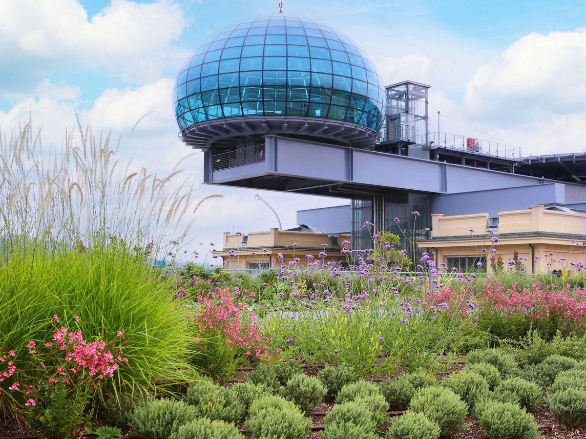 Foto: La fábrica de Lingotto, Italia, que contaba con un circuito en su azotea, se transforma y da lugar al mayor jardín colgante de Europa.