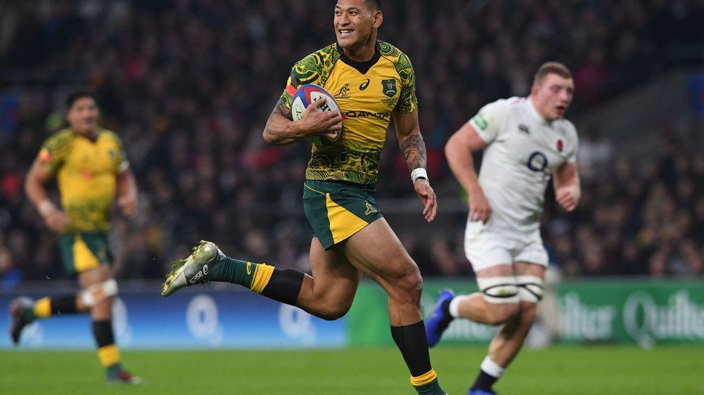 Foto: Israel Folau en un partido de rugby entre Australia e Inglaterra jugado en noviembre de 2018. (EFE))