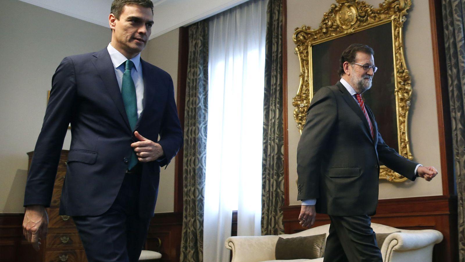 Foto: Pedro Sánchez y Mariano Rajoy, en su encuentro del viernes. (EFE)