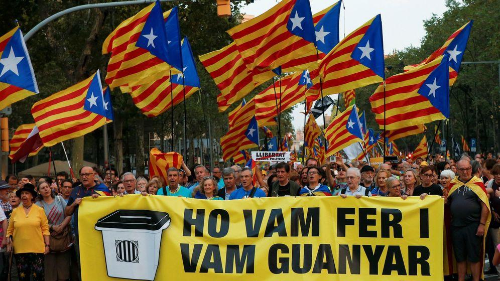 Foto: Manifestación a favor de la independencia de Cataluña. (EFE)aniversario 1-o