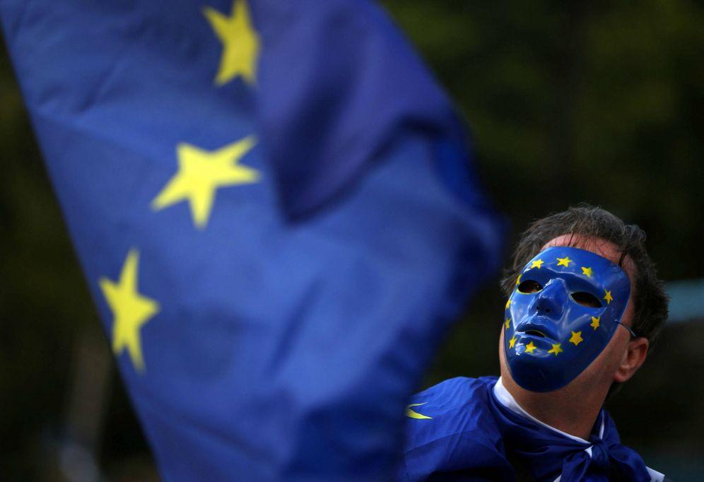 Foto: Un manifestante pro-europeo participa en un acto contra el Brexit en Londres. (Reuters)