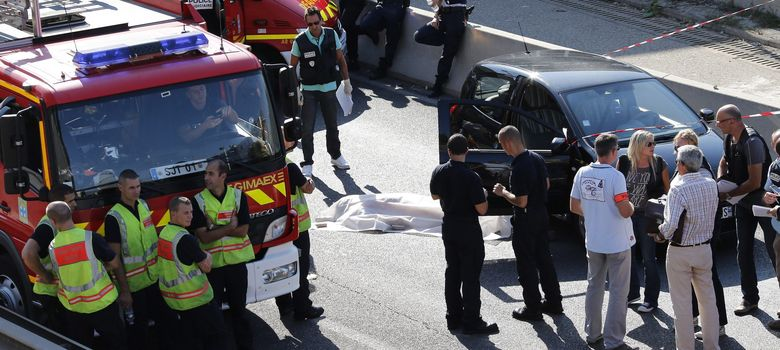 Foto: La policía, en el escenario del asesinato (Efe).